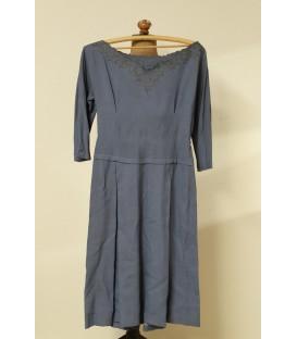 Šedé šaty z První republiky