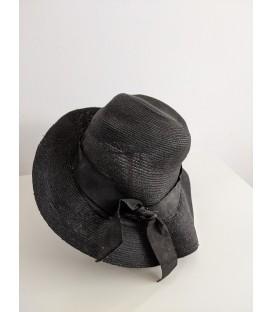 Dámský slaměný klobouk s jehlicí