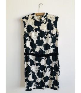 Šaty s černými a bílými květy